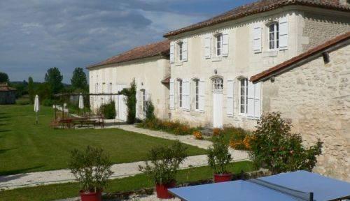 Loue gîte (8 couchages) en Dordogne, piscine, tennis