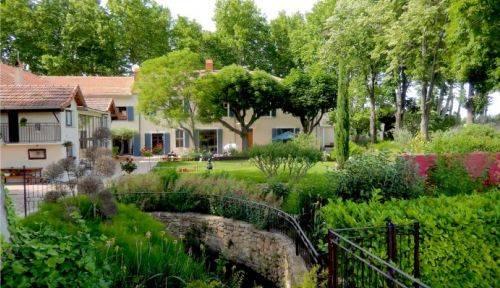 Vends grande maison 12 chambres Vaucluse prox Avignon 5ha 700 m²