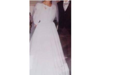Vends robe de mariée, satin, excellent état, taille 38, jupon intégré