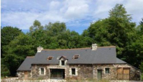 Centre Bretagne Charmante propriété dans forêt privée, 8personnes