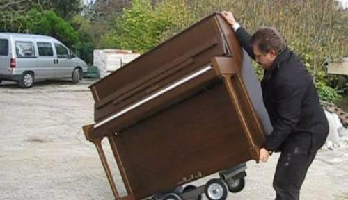 Accordeur propose le debarras de piano, pas toujours gratuitement