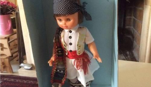 Vends poupée folklorique espagnole neuve 30cm