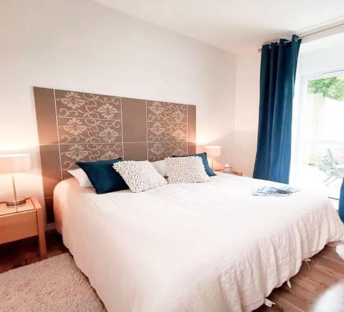 Chambre avec un lit pour deux personnes