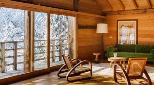 Salon cosy dans un chalet de montagne