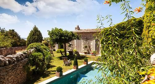Jardin d'un Mas provencal avec piscine