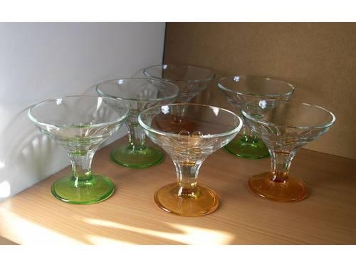 Vends 6coupes à glace à pied coloré en verre (made in Italy)