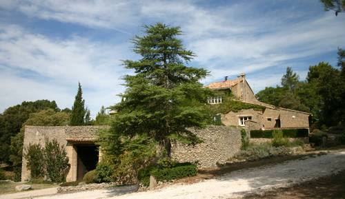 Propose cottages indépendants au sein d'un mas du XVIIIe Siècle - 2à 5couchages - L'Isle-sur-la-Sorgue (84)