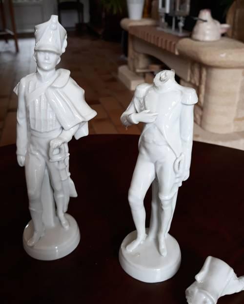 Grenadiers en porcelaine blanche
