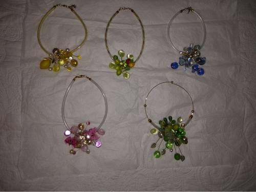 Vends Colliers de couleurs en perles de verre fabrication unique