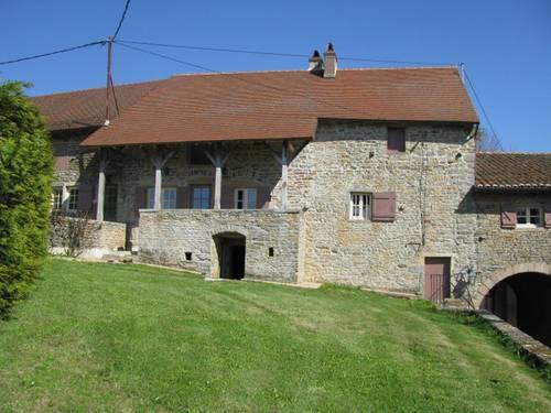 Loue maison prés Cluny (71) 2ch. 4couchages piscine privée