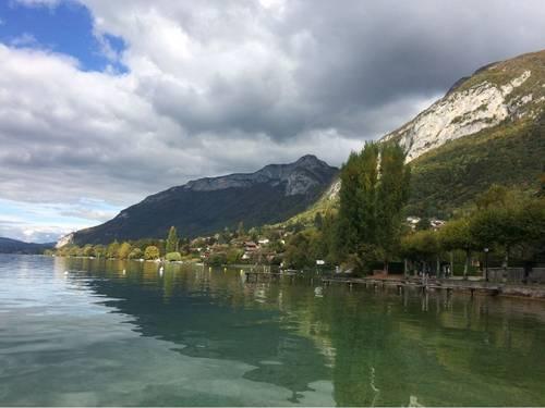 Loue maison de plain-pied, 10couchages, face au Lac d'Annecy (74)