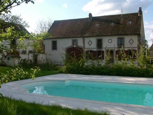 Loue grande maison de charme avec piscine à Chassy (89), 12couchages