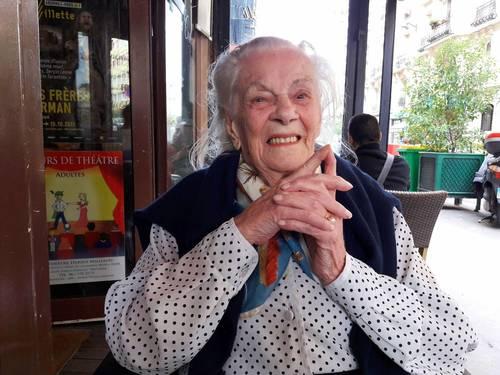 Propose accompagnement, stimulation, aide personnes âgées dépendantes: sourire, rire et Joie