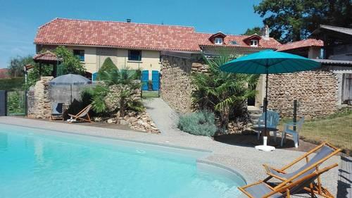 Loue 1ou 2maisons avec piscine au pied des Pyrénées, 10chambres - 21couchages- Lanespède (65)