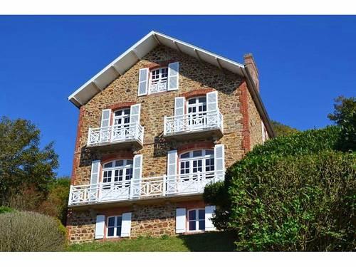 Loue villa bord de mer - 14couchages, 6chambres - Val André (22)