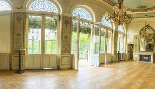 Loue superbe salon avec terrasse privative sur Grands Boulevards, Paris 10ème