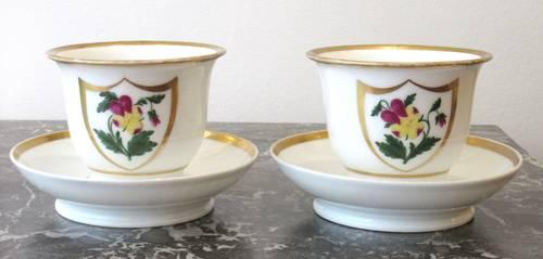 Ancienne paire de tasses en porcelaine de Paris d'époque XIXème siècle