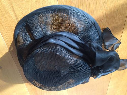 Chapeau de cérémonie noir