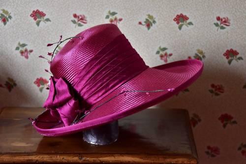 Joli chapeau de cérémonie