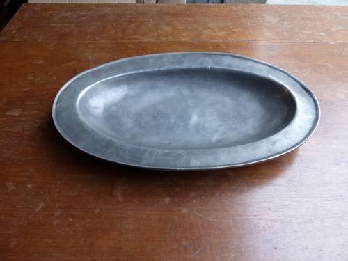 Vends plat ovale en étain
