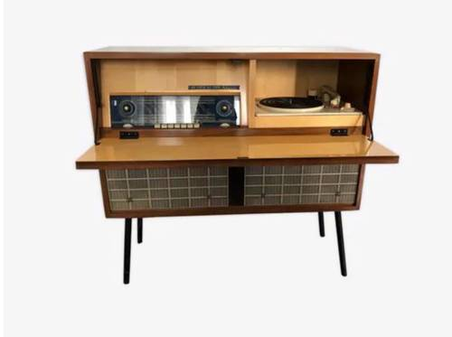 Tourne disque et radio vintage