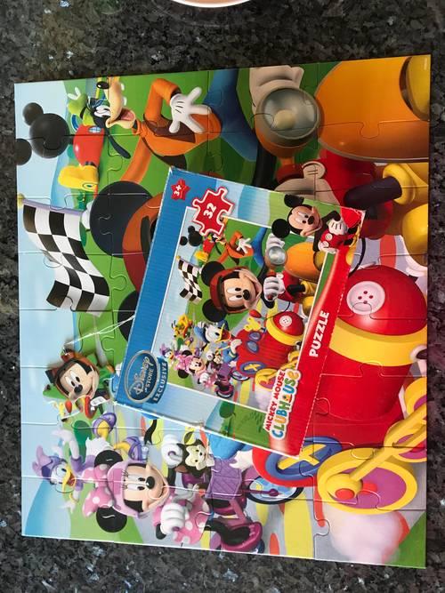 Puzzle Mickey Disney Store 32pièces en très bon état