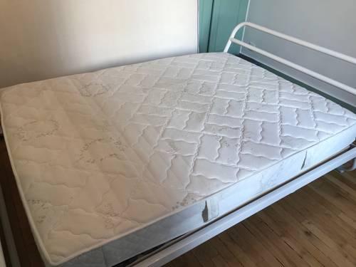 Très joli cadre de lit La Redoute et matelas
