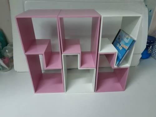 Petites bibliothèques modulables rose et blanches