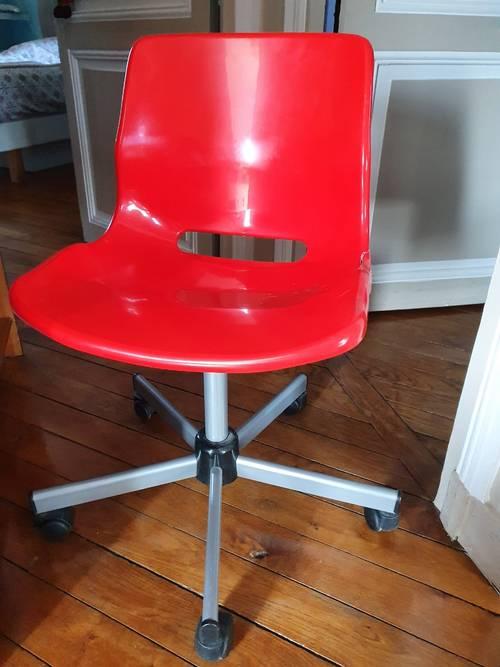 Donne une chaise de bureau enfant