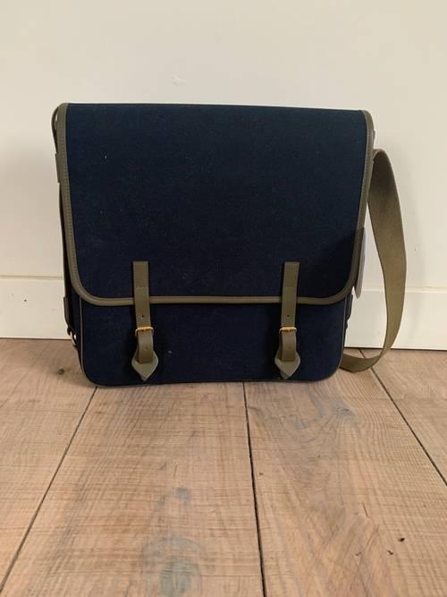 Vends sac besace L/Uniform num 23neuf avec etiquette
