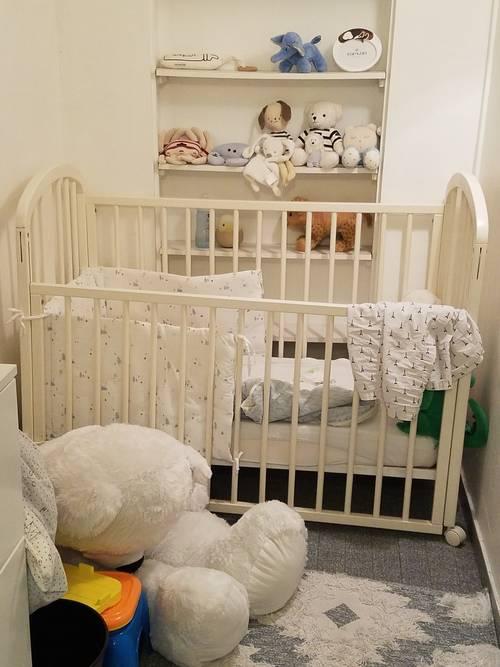 Lit à barreaux bébé + matelas