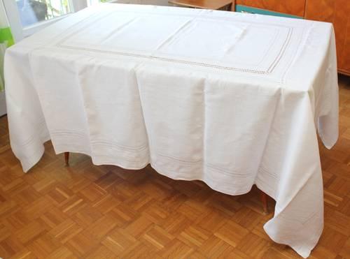 Nappe lin blanc avec jours et monogramme main et serviettes
