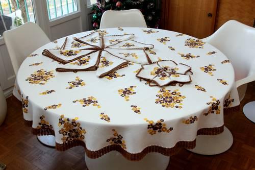 Nappe ronde vintage 70avec fleurs