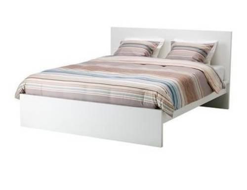 Je vends un lit et son matelas 160x200, neufs