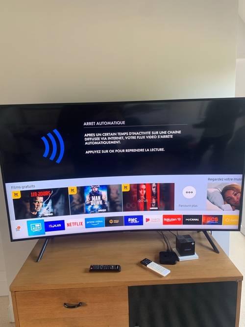 Vends télévision 4K incurvée 65pouces très bon état