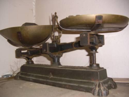 Balance cuivre ancienne et poids