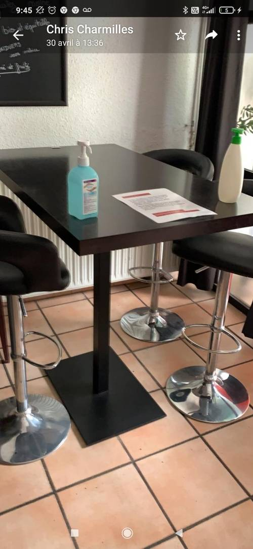Tables et chaises en bon état