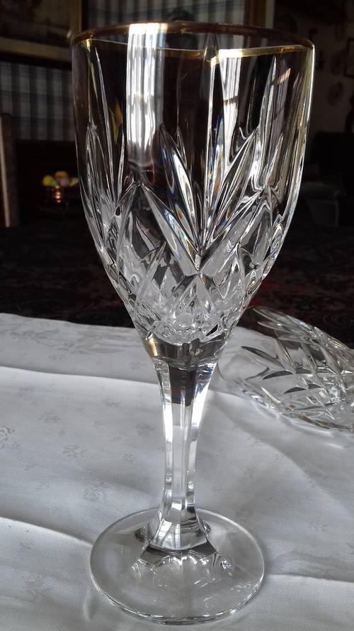 Vends 6verres à eau en cristal taillé bordure or