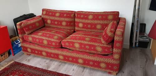 Canapé-lit royal rouge et or