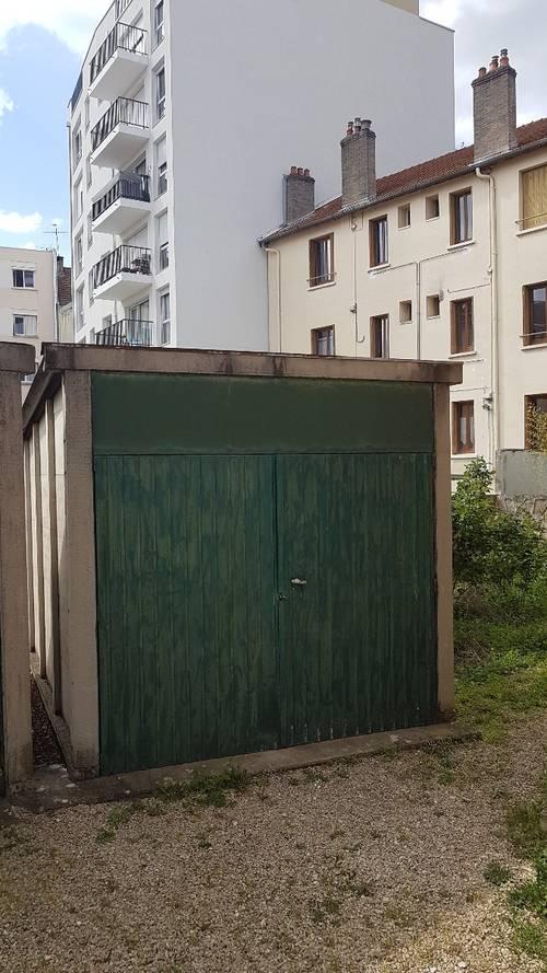 Donne garage voiture (démontage à faire)
