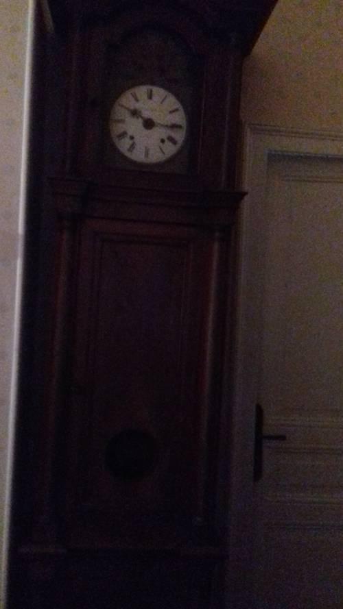 Grande horloge en bois