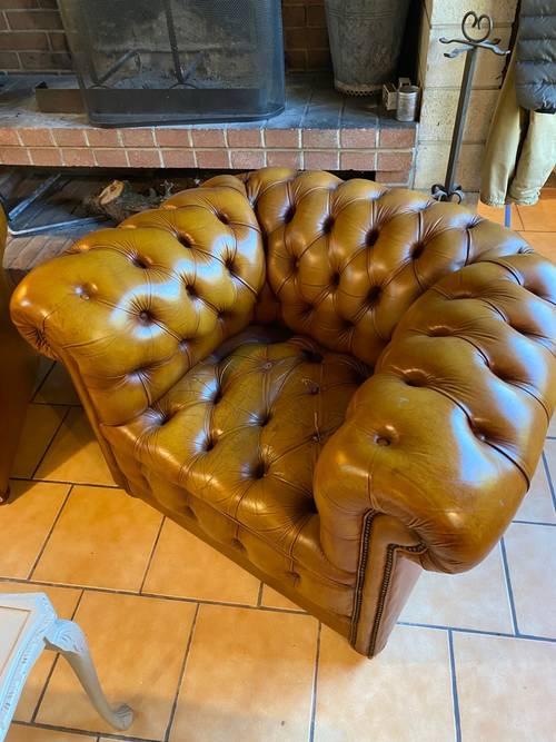 Paire de fauteuils chesterfield cuir