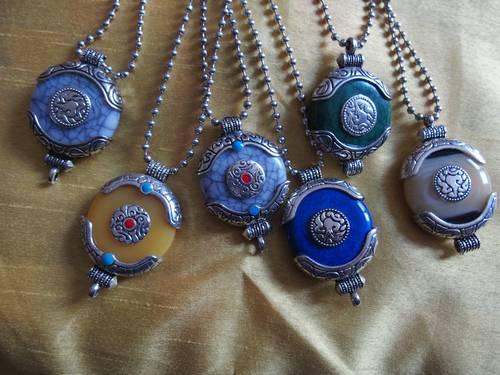 Colliers artisanaux népalais et solidaire