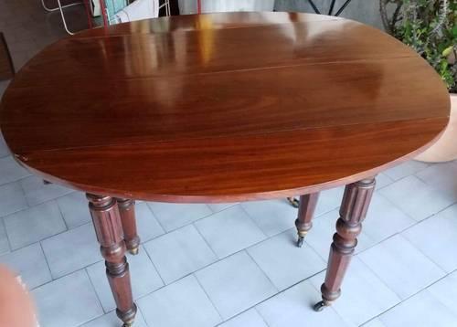 Vends Belle Table en Acajou