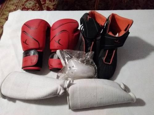Vends Chaussures pointure 42, gants et protèges tibias Boxe Française