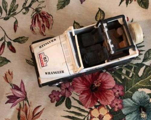 Véhicule miniature 4x4