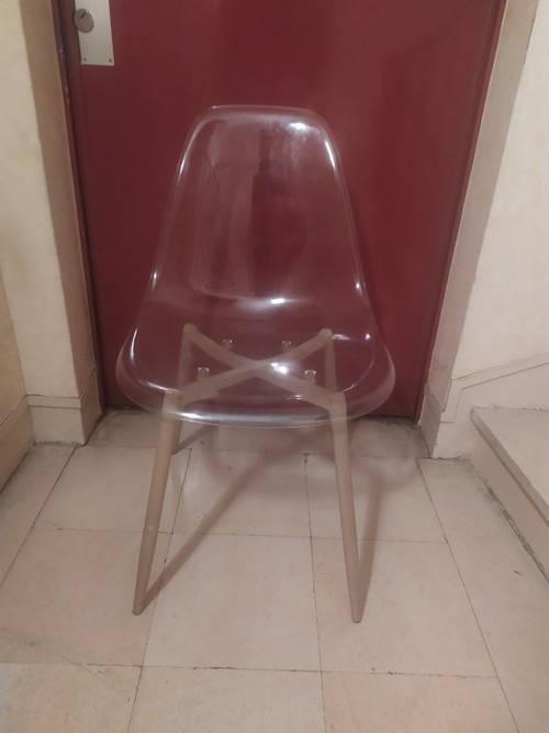 Chaise transparente DESIGN pieds métalliques* Bon état