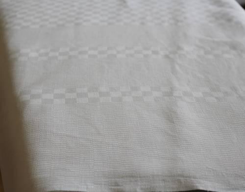 Nappe damassée petit carreaux blanc lin et coton