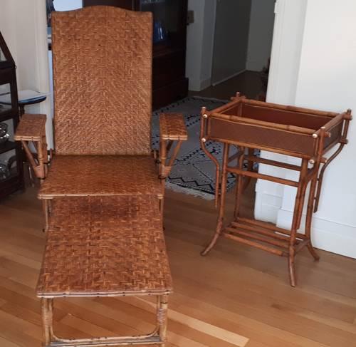 Chaise longue début XXème siècle et sa petite desserte d'appoint