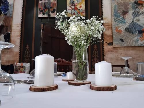 Déco de table mariage - bois vases & bougies
